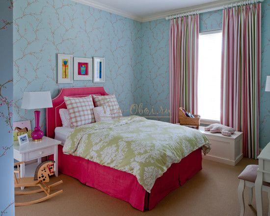 Обои голубого цвета в комнате для девочки